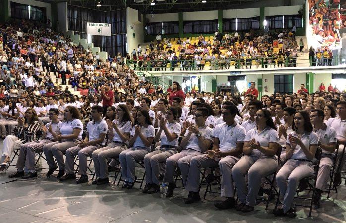 Se gradúan 431 alumnos del cobach 1