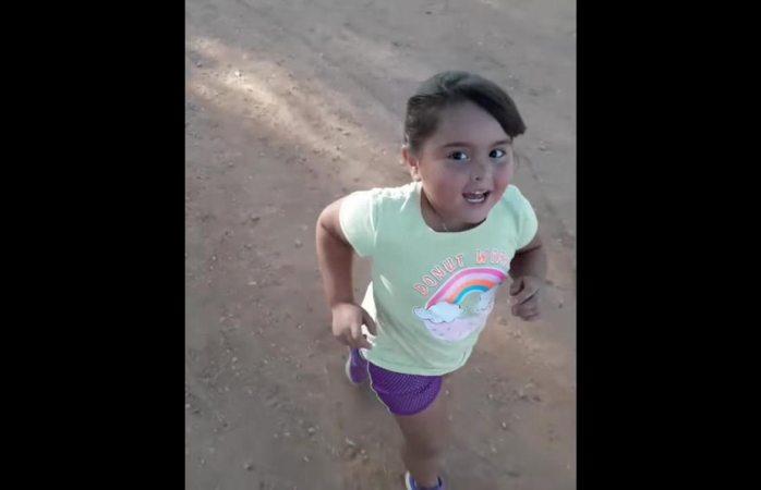 Se viraliza niña que hace ejercicio para bajar la panza