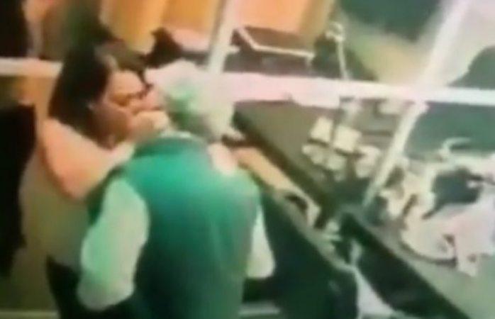 Despiden a mujer que dio sexo oral a directivo de CFE en la oficina