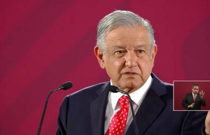 Anuncia López Obrador que desaparecerán cuotas de padres de familia