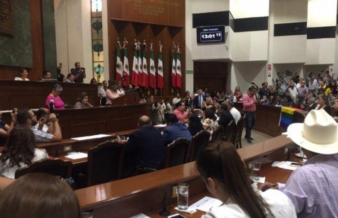 Rechaza congreso de Sinaloa matrimonio igualitario