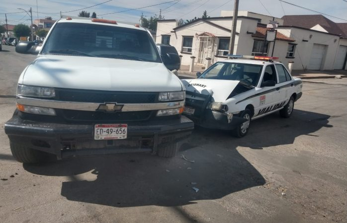 Choca patrulla de tránsito en centro de Cuauhtémoc