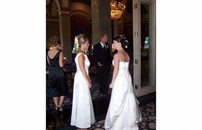 Suegra llega vestida de novia a boda de su hijo