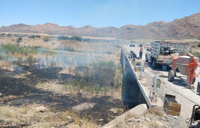 Incendia maleza y basura en lecho del río Sacramento