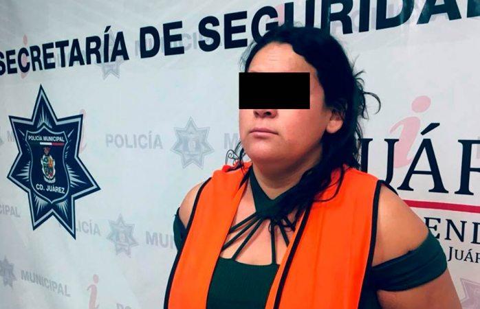 La arrestan por hacer sus necesidades fisiológicas en la calle