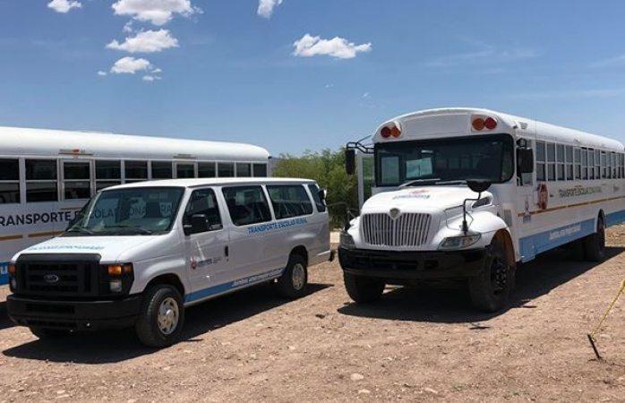 Entregan 2 camiones y 1 camioneta a zona rural