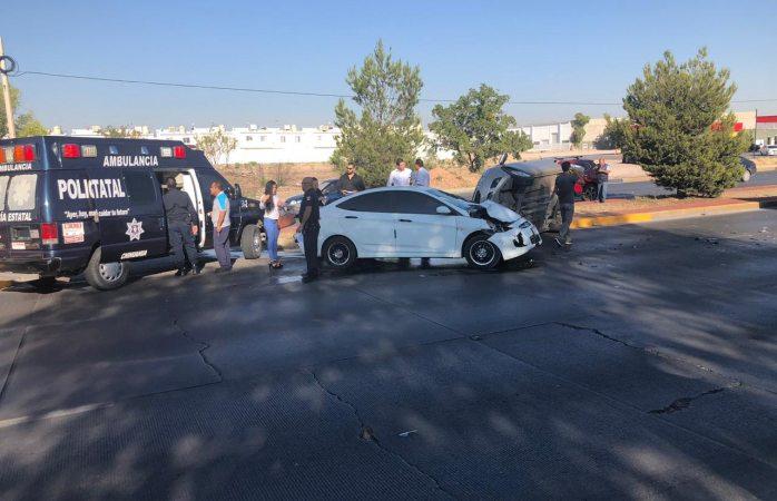 Choque volcadura en vialidad Sacramento deja solo daños materiales