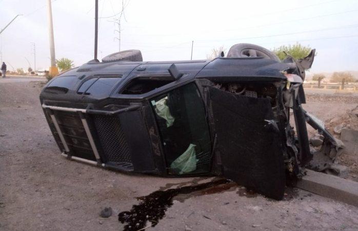 Ataque de tos de un conductor ocasiona volcadura en Juárez