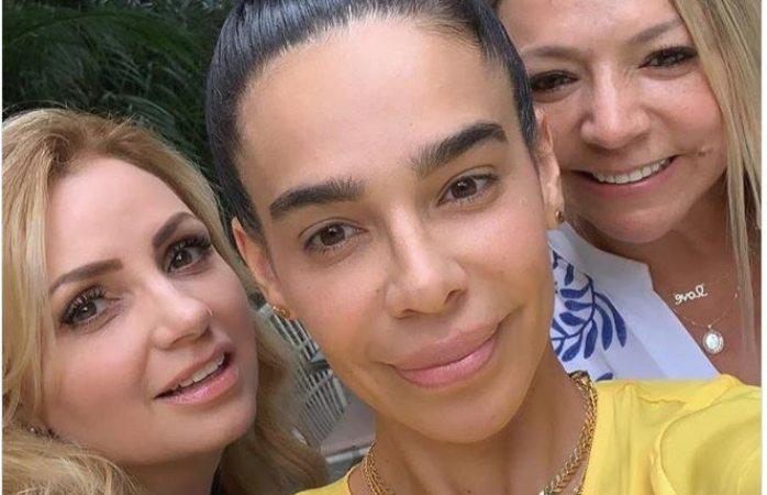 Reaparece Angélica Rivera junto a la mamá y tía de Maluma