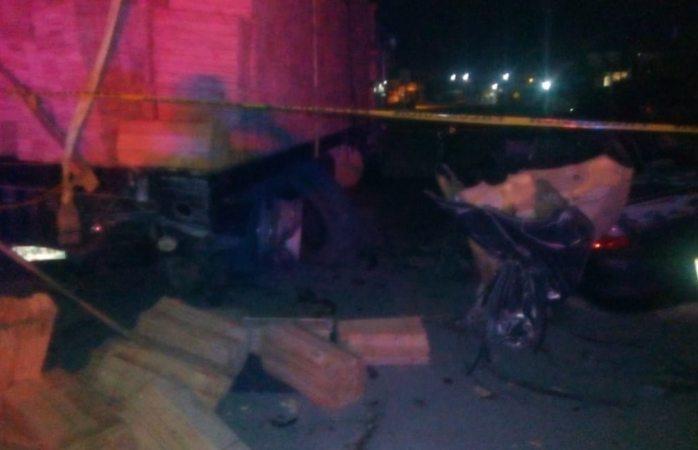 Mueren dos en choque contra camión de carga en Creel