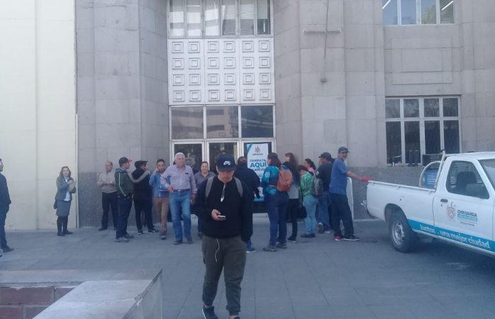 Desalojan oficinas del municipio para fumigar