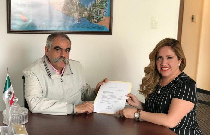 Registra candidatura por la CEDH la visitadora Karla Gutiérrez