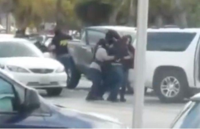 Video: sicarios secuestran a dos en calles de Tijuana