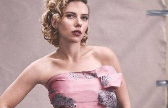 ¿Se redujo el busto Scarlett Johansson?