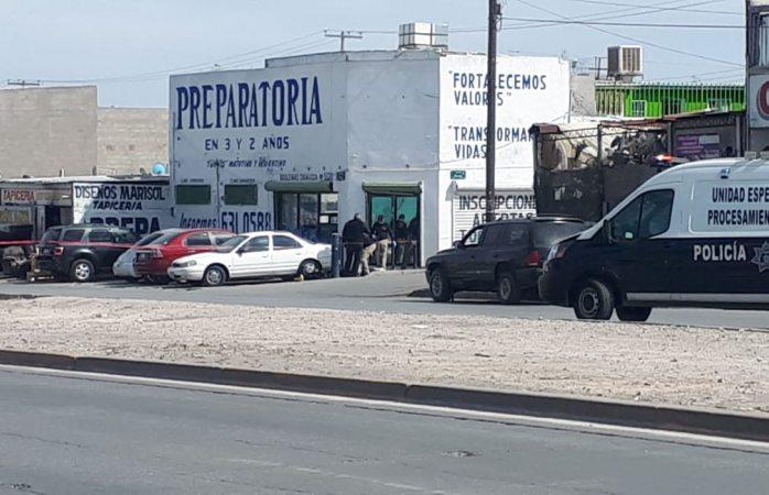 Ejecutan a uno en las puertas de una prepa en Juárez