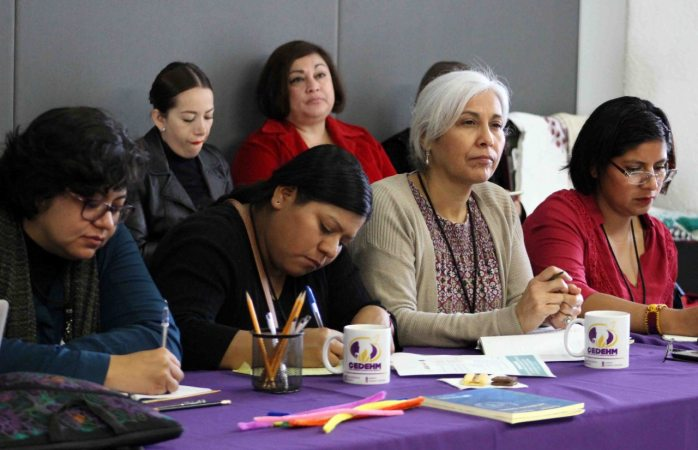 Aprenden defensores de derechos humanos a defenderse y protegerse