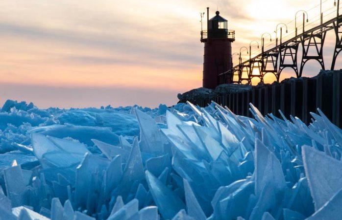 Se rompe hielo de lago de Michigan y se ve de película