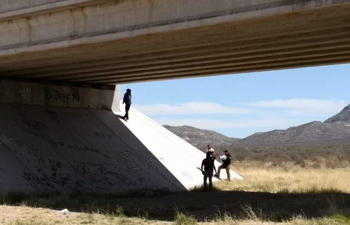 Hallan a indígena colgado de un puente