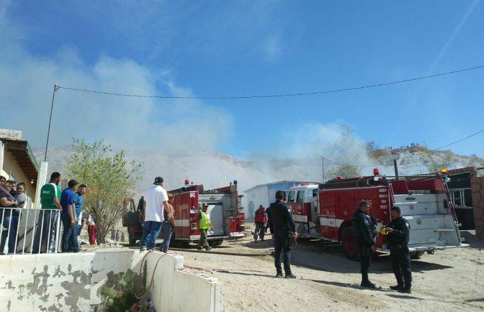 Arden viviendas en la colonia anapra