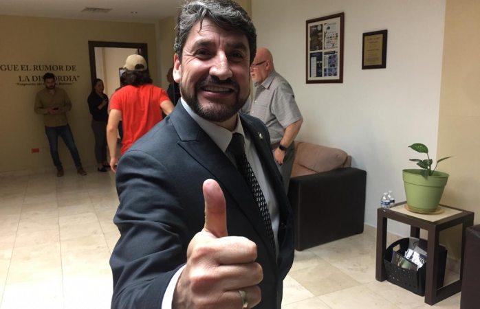 Llama Edibray Gómez a socios de canaco a votar