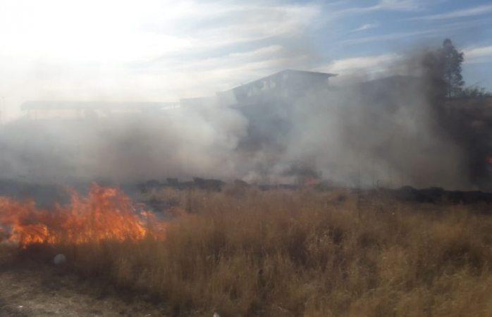 Alerta a bomberos incendio de lote baldío cercano a guardería