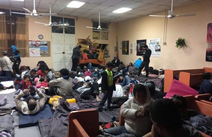Iglesia ofrece refugio a migrantes por las noches en Juárez