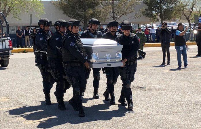 Despiden con honores a municipal ejecutado ayer en Juárez