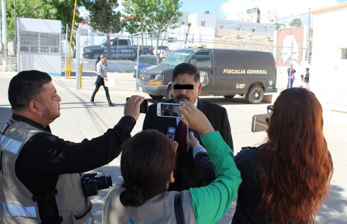 Vinculan a proceso a alcalde de Cuauhtémoc por engomado ilegal