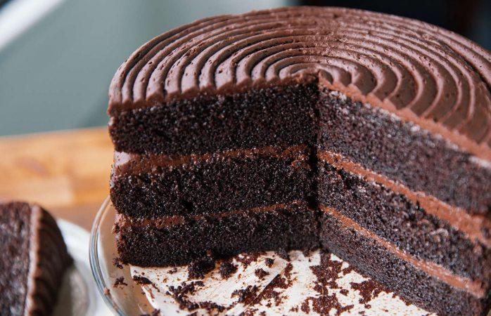 Comer pastel de chocolate ayuda a bajar de peso: estudio