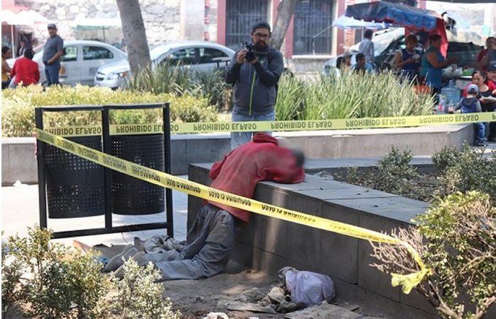 Muere hincado y en posición de rezo afuera de iglesia en Puebla