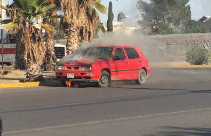 Se incendia auto en el complejo Industrial Chihuahua