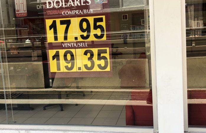 Baja el dólar 10 centavos a la venta