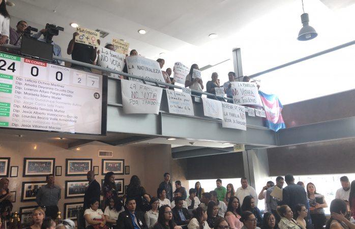 Protestan en congreso del estado