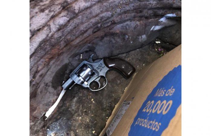 Encuentran revolver de quienes dispararon contra agentes de vialidad