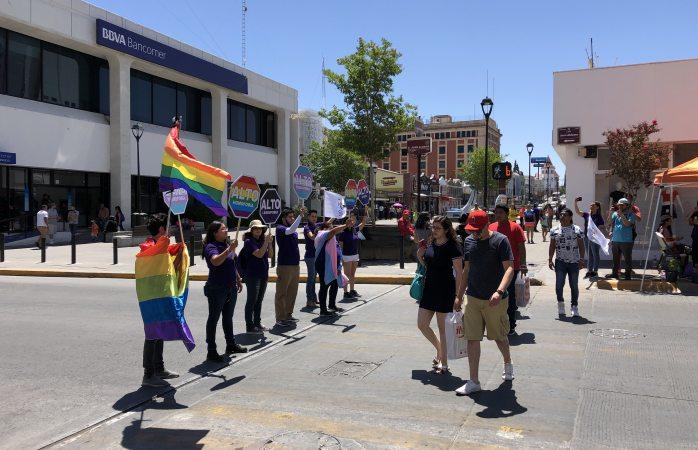 Concientizan contra la homofobia en paso peatonal