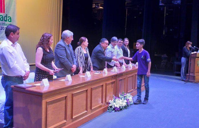 Reconocen a alumnos y maestros de la olimpiada del conocimiento infantil