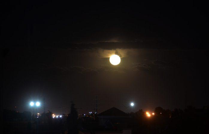 Se asoma en Juárez la luna azul