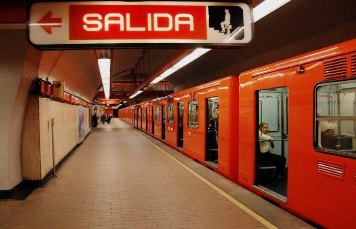 Impide policía suicidio en el metro