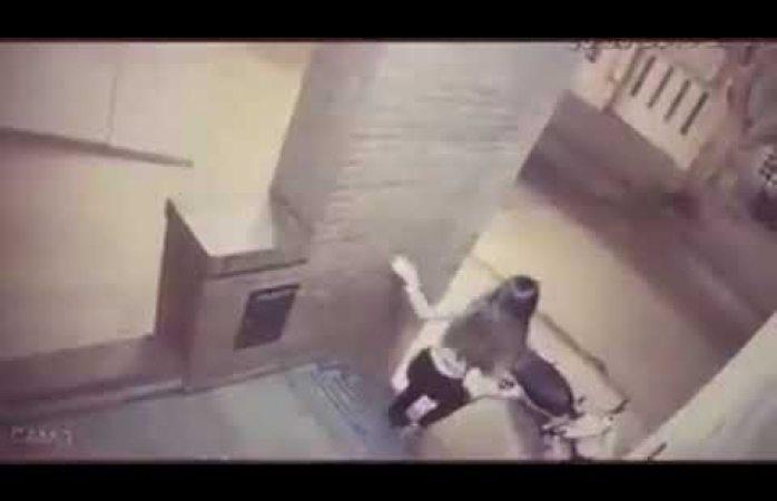 Niña de 11 años golpea a asaltante y salva a su mamá