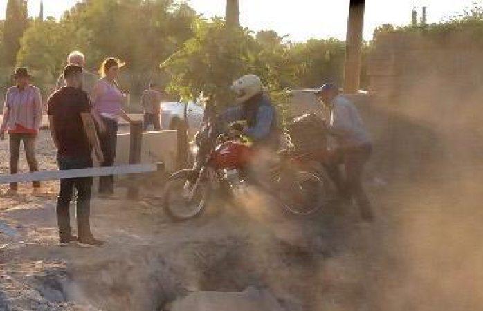 Reabren la brecha: motociclista el primero en pasar