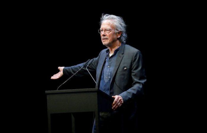 Peter Hadke provoca reacciones en Austria