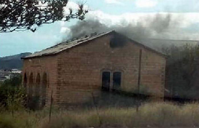Investigan incendio en casona de la palmilla en parral