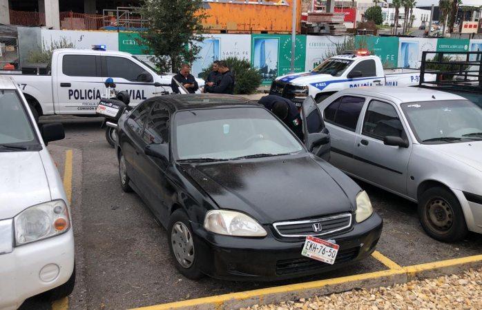Aseguran auto robado en vistas del sol