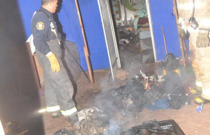 Logran sofocar el fuego en vivienda