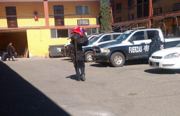 Corren a 30 policías estatales de hotel en Juárez por falta de pago