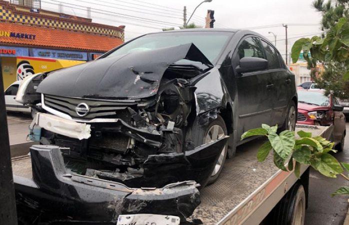 Aparatoso choque deja dos heridos en la 20 de noviembre