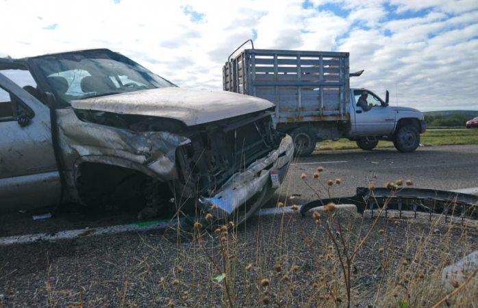 Volcadura deja 2 heridos en la carretera parral a valle de allende