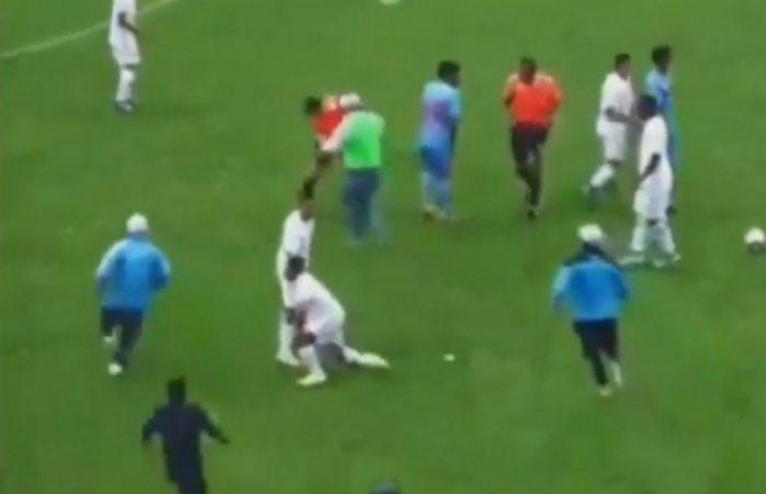 Aficionados y jugadores golpean a árbitros en perú