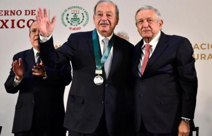 Entrega amlo al magnate Carlos Slim premio nacional de ingenieria