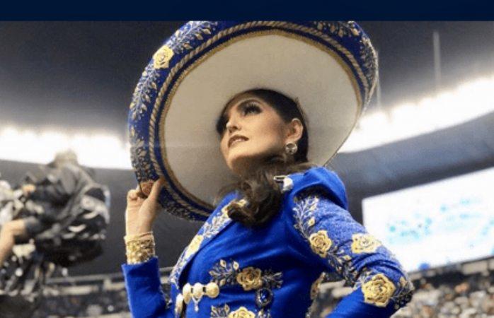 Ana Bárbara se equivocó al cantar el himno mexicano previo al duelo nfl